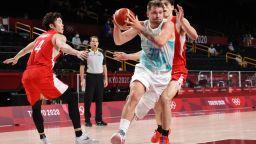 Дончич и Словения отнесоха домакините и са на четвъртфинал в Токио