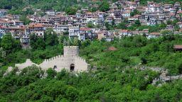 Болярски златни наушници с перли и скъпоценни камъни са открити в Южния сектор на Трапезица