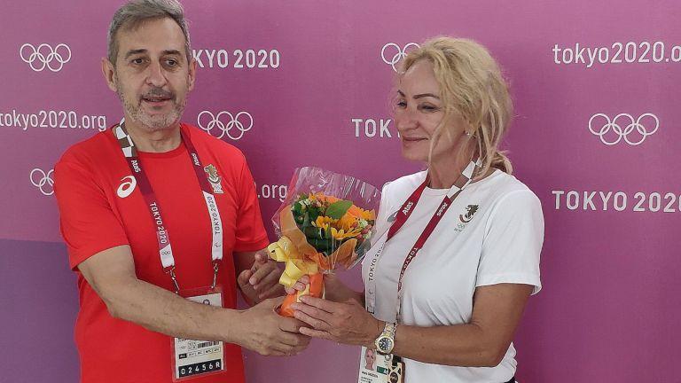 Аплодисменти и букет за Мария Гроздева след последния изстрел в кариерата