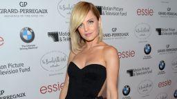 Актрисата Мена Сувари откровено за Кевин Спейси, сексуалното насилие, алкохола и наркотиците