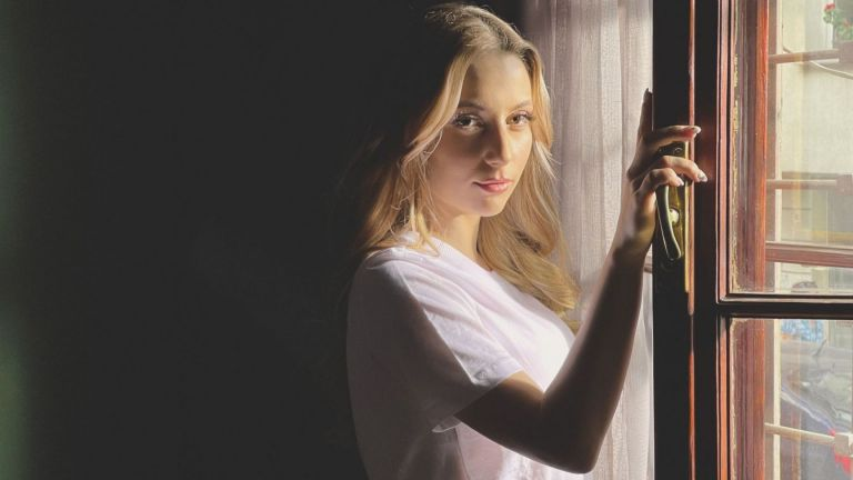 """Михаела Маринова: """"Пътят на честта"""" ме накара да мечтая за актьорска роля"""