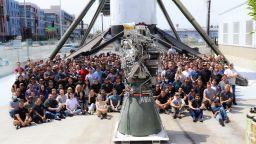 SpaceX се похвали със стотния си метанов ракетен двигател Raptor
