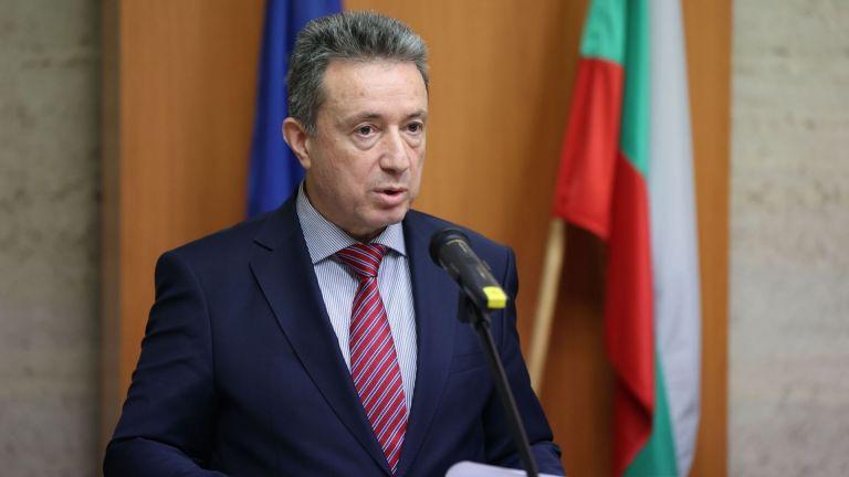 Министерският съвет реши да пита Конституционния съд за даване на