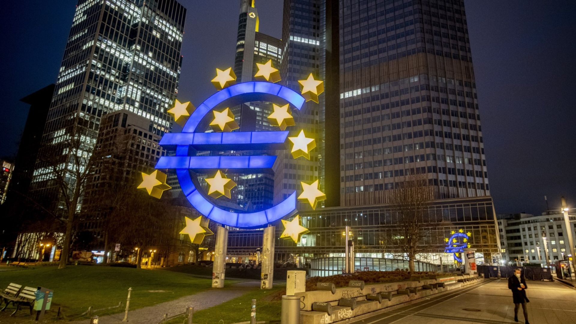 Активността в еврозоната остава висока при бума на работните места
