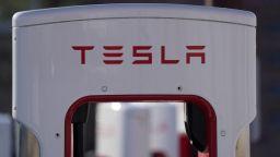 Батерия в контейнер на Tesla Megapack се подпали в Австралия по време на тестове