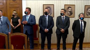 Гледайте на живо в Dir.bg: Пламен Николов от ИТН взима мандата (видео)