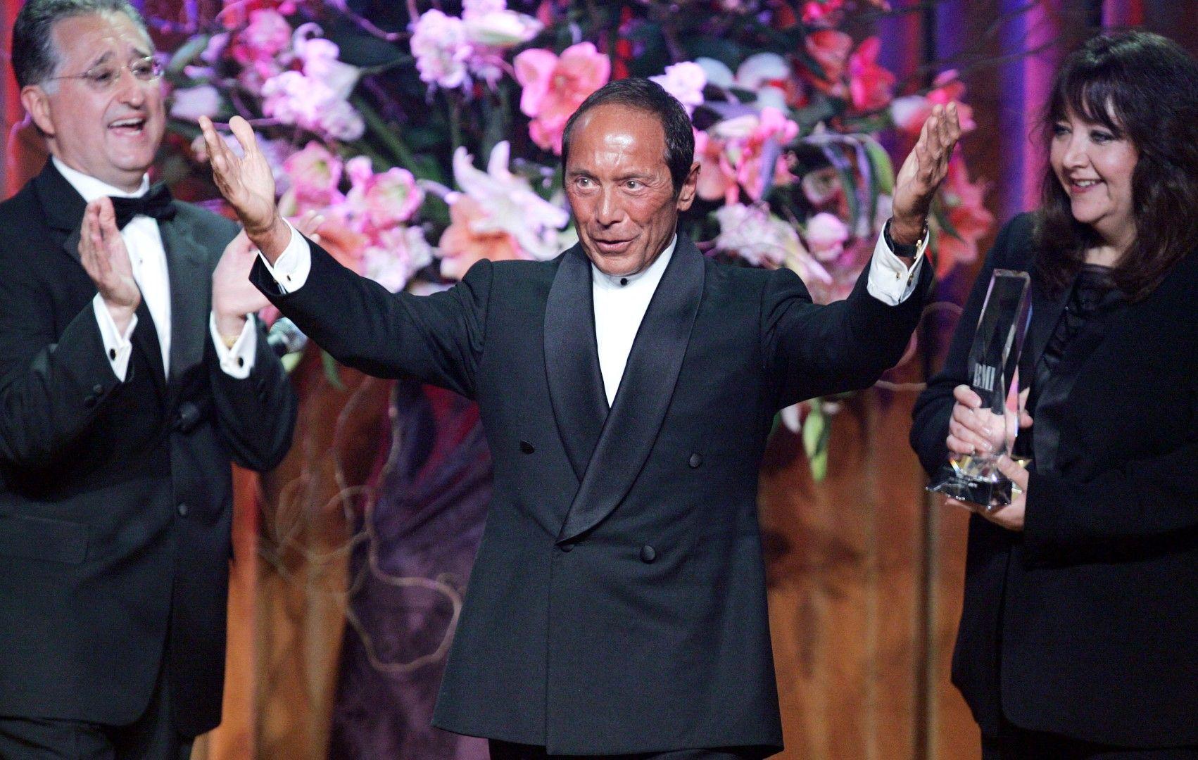 Пол Анка приема наградита за кино и телевизия на BMI на 18 май 2005 г. в Бевърли Хилс