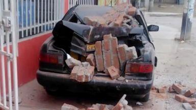 Десетки ранени и стотици повредени сгради при мощен трус в Перу (видео)