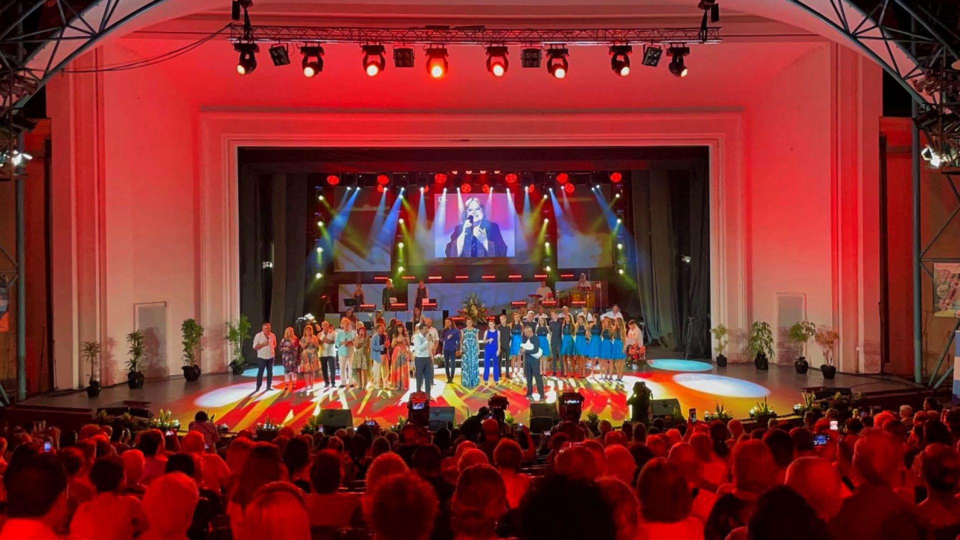 Бургас почете Ваня Костова с аплодисменти към небето