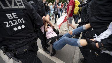 Сълзотворен газ и насилие: Над 600 арестувани на анти-COVID протест в Берлин (снимки/видео)