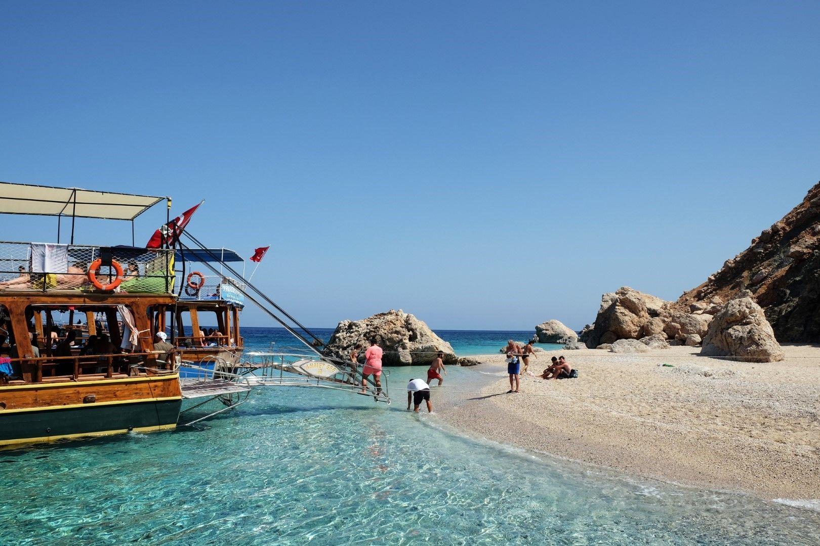 Остров Сулуада е достъпен само с лодка