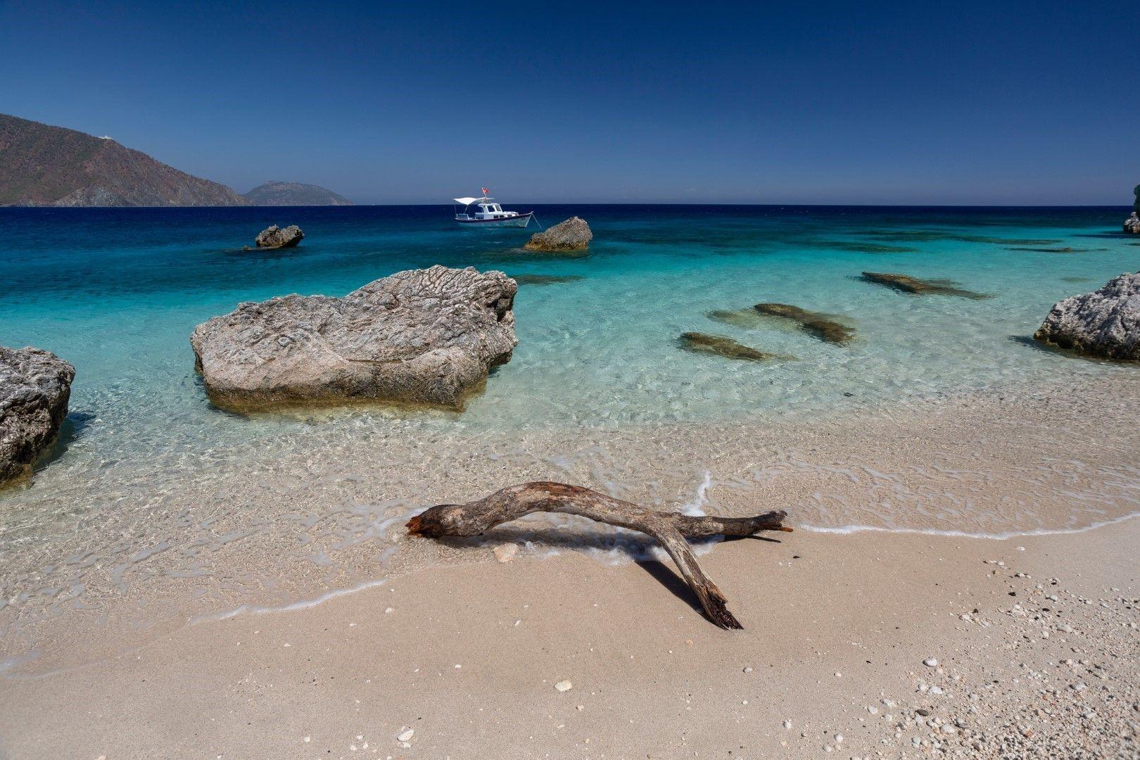 Сравняват остров Сулуада с Малдивите заради тюркоазената вода и белите пясъци