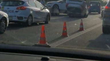 """Катастрофа с автовоз създаде хаос на """"Тракия"""", опашките са километрични (видео)"""
