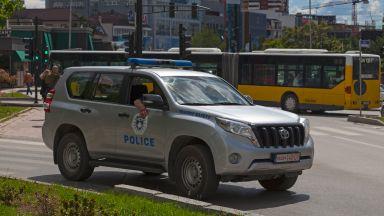 Полицията в Прищина глоби с 450 евро швед, който целувал на улицата приятелката си