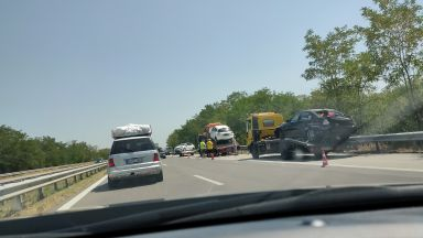"""Катастрофа с автовоз създаде хаос на """"Тракия"""", опашките са километрични (снимки/видео)"""