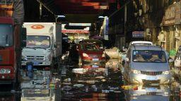 Нови наводнения в Китай, 80 000 души са евакуирани