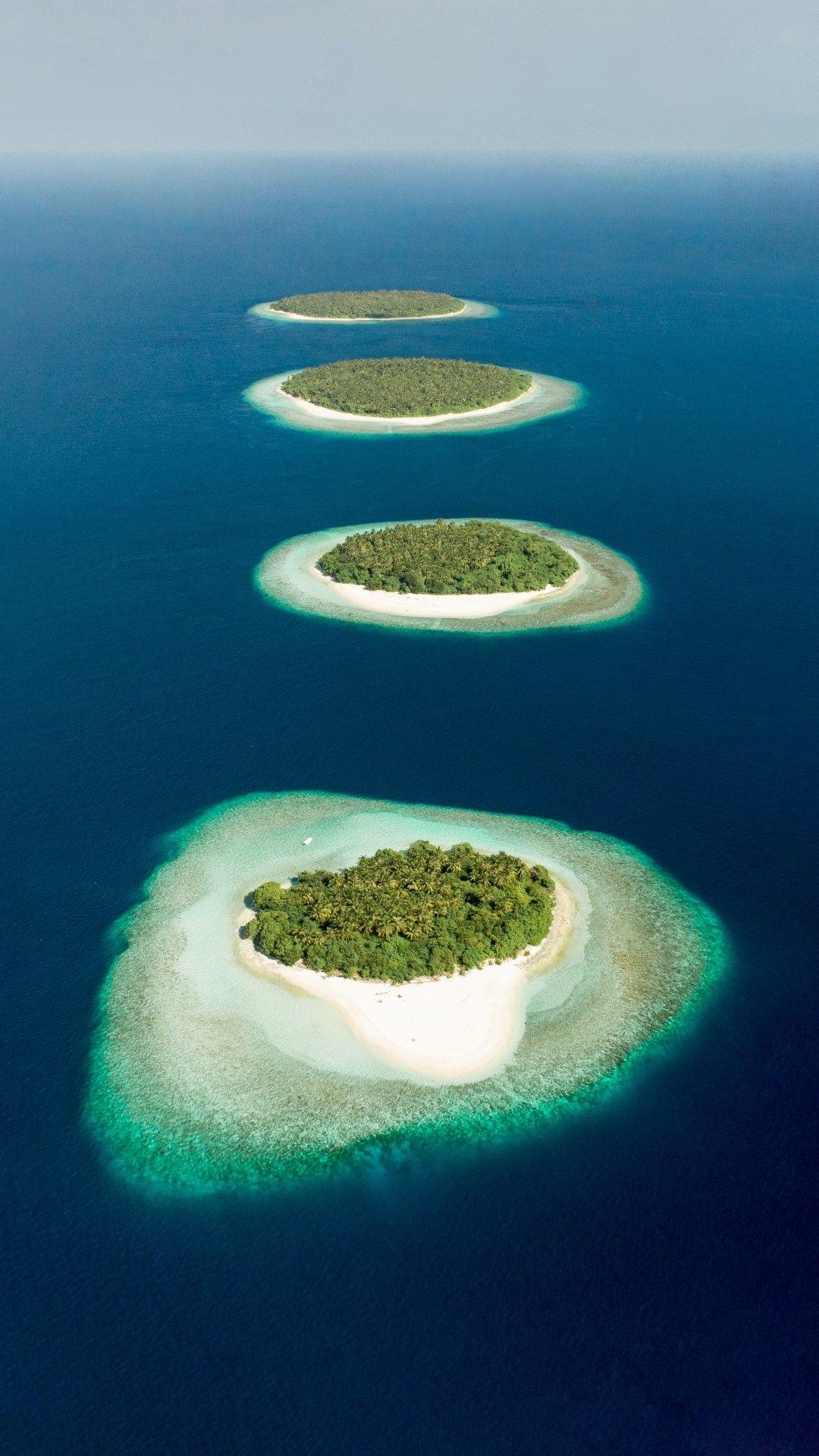 Баа атол, Малдивите. С повишаване на нивото на световния океан Малдивите ще са една от първите страни, които ще пострадат.