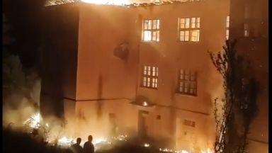 Горят къщи, училище и 400 декара гора в Кюстендилско (видео)