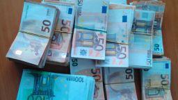 """Откриха 250 000 недекларирани евро в камион с цветя на """"Дунав мост"""" 2"""