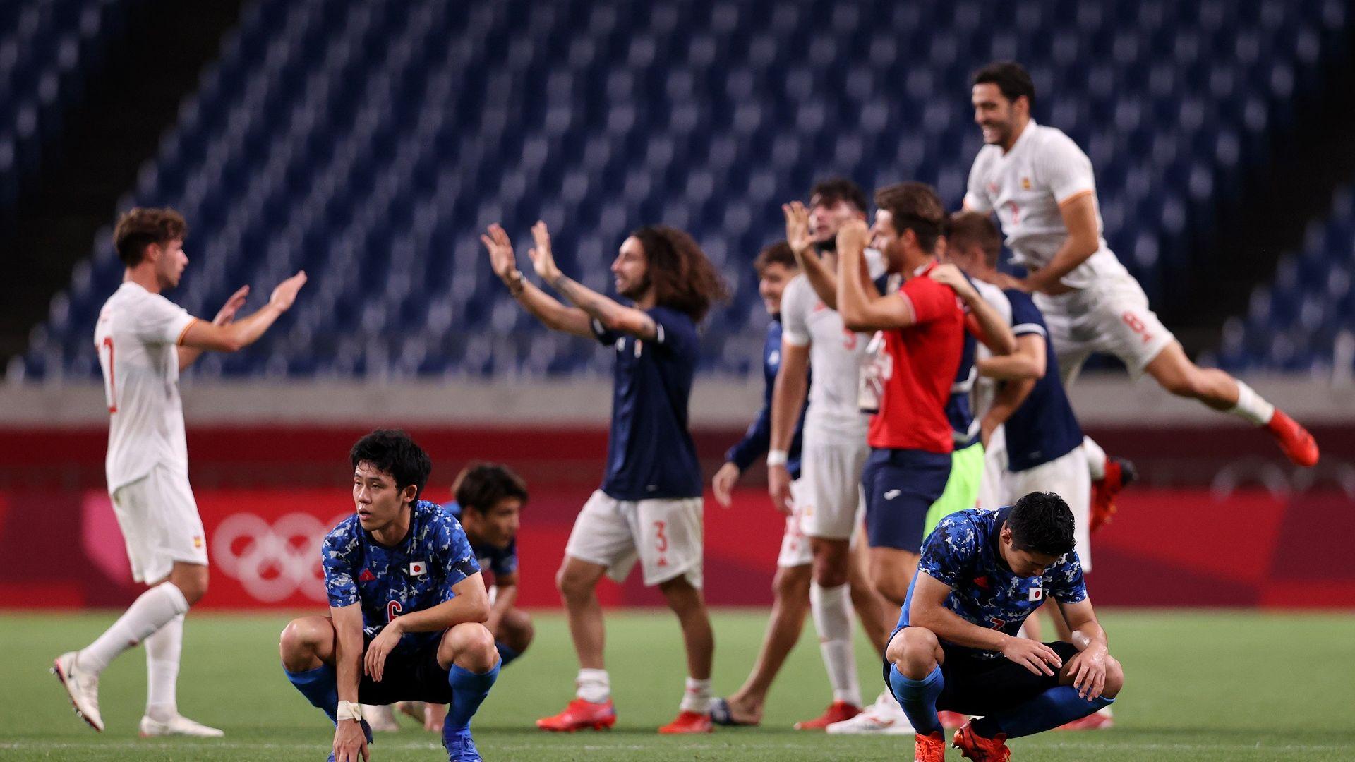 Испания попари домакините с късен гол и отива на олимпийски футболен финал