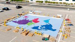 Рекорд на Гинес за най-голямата мозайка от пластмасови капачки