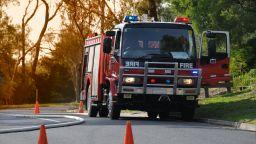 Пожар спря движението по основна магистрала за Атина (снимки/видео)