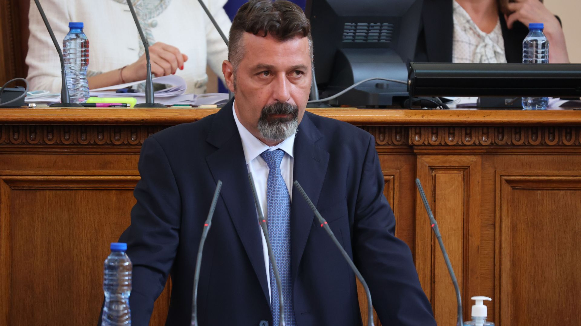 """""""Има такъв народ"""" поиска подкрепа за проектокабинета от парламентарната трибуна"""