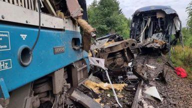 Две жертви и 7 в критично състояние след влаков сблъсък в Чехия (видео)
