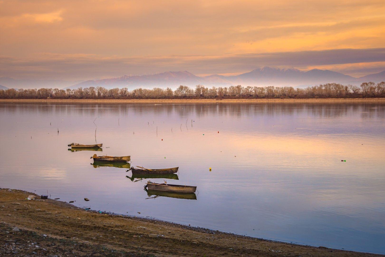 Залез на езерото Керкини