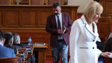 Филип Станев отнесе мъмрене за съдрани дънки от съпартийката си Ива Митева