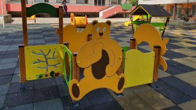 Нови пързалки и катерушки върнаха блясъка в двора на детска ясла в Бургас
