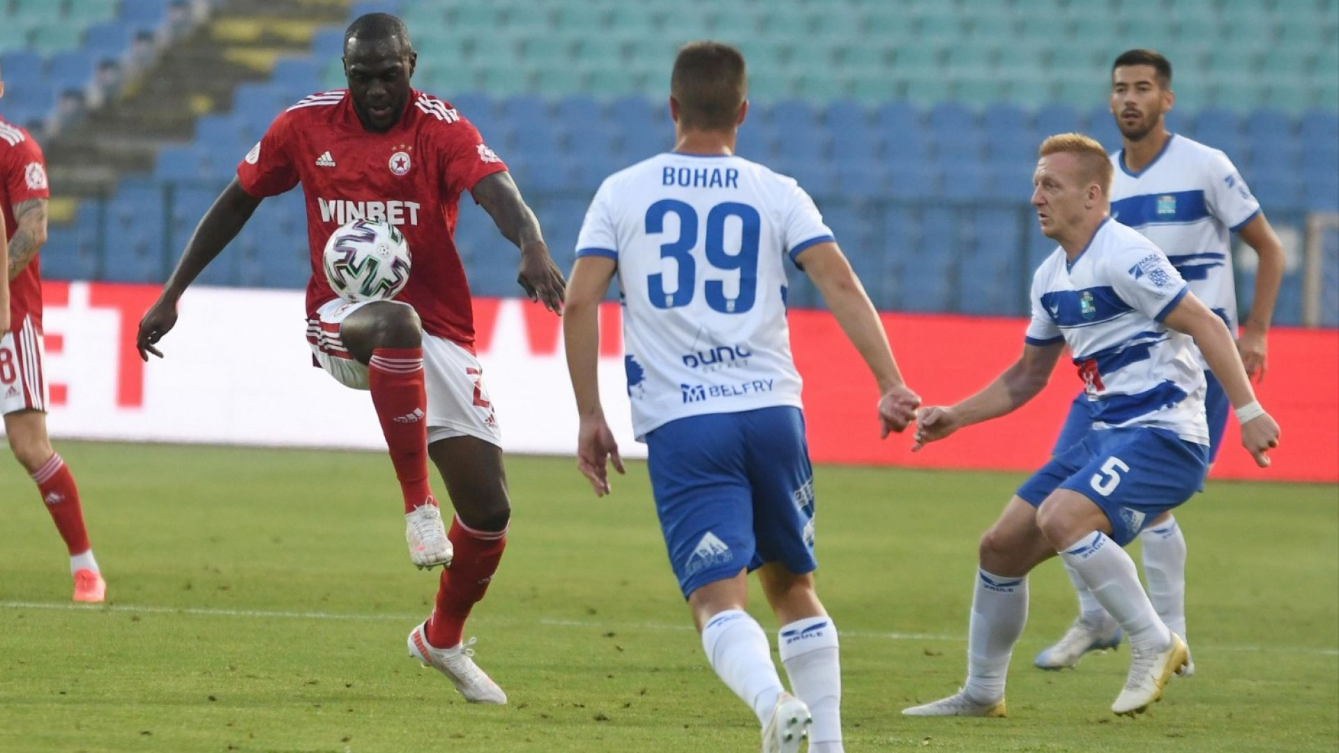ЦСКА остана без двама от халфовете си за Рим