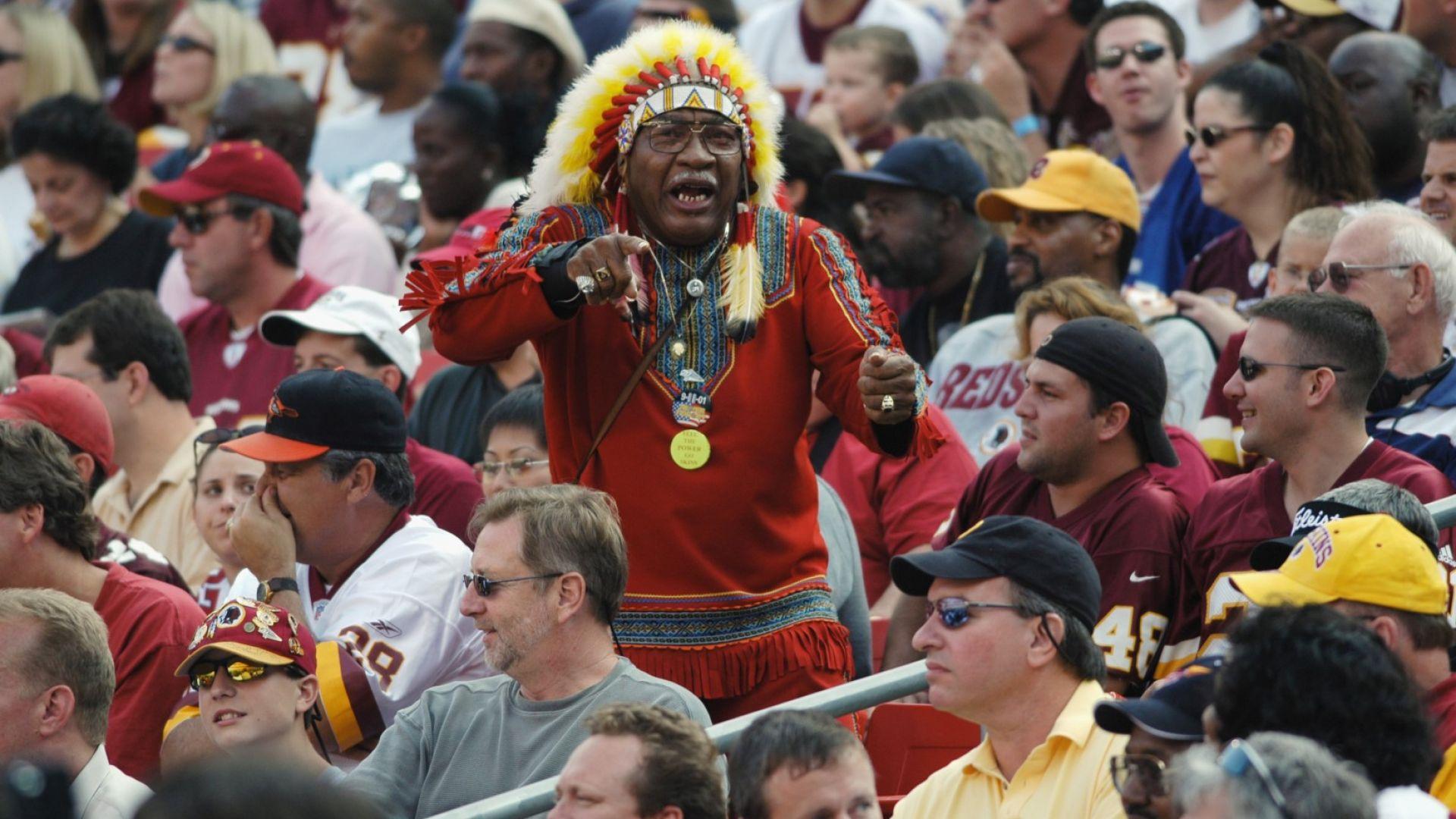 Ново безумие: Вашингтон забрани на феновете да носят култовите индиански костюми