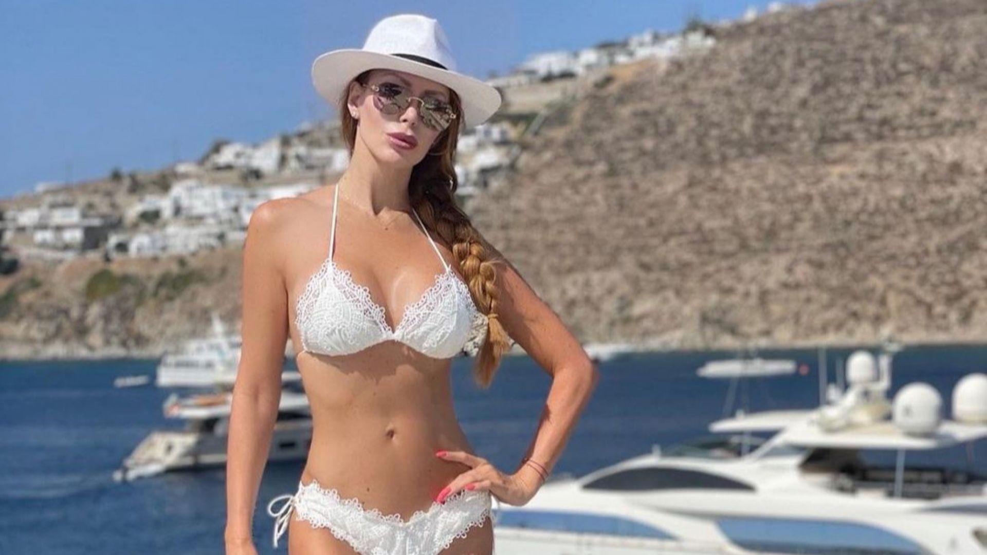 Ирен Онтева демонстрира завидна фигура по бански на Миконос