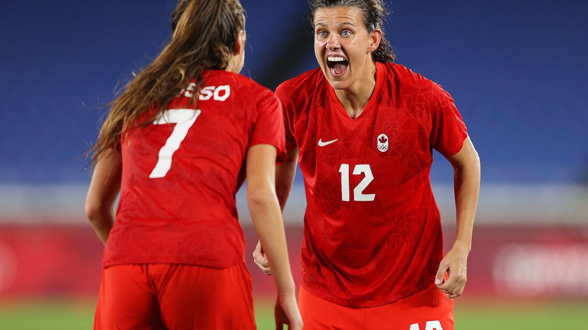 Дузпи качиха Канада на олимпийския връх в женския футбол