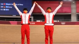 МОК няма да накаже китайките, излезли да си вземат медалите с лик на Мао