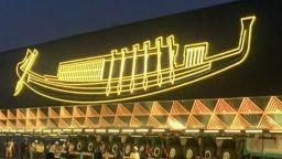 Впечатляващо видео показва преместването на Слънчевата лодка на Хеопс в Големия египетски музей