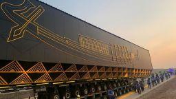 20-тонната слънчева ладия на Хеопс вече е в новия си дом (видео)