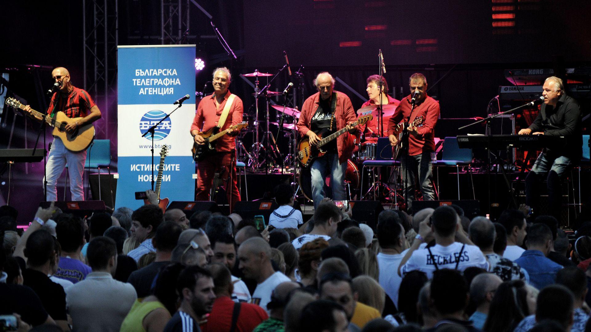 След дълга раздяла: Дони и Момчил пяха на една сцена в Бургас