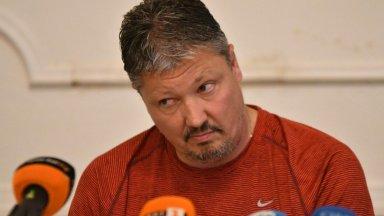 Берое обмисля оферта към Любо Пенев за треньор