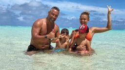 Синьо лято: Яна и Петко в семейна идилия на морето