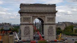 Опаковането на Триумфалната арка по проекта на Кристо върви с пълна сила