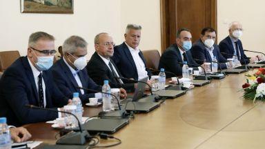 Искания за оставки и обещания: Има ли спасение от екстремно скъпия ток