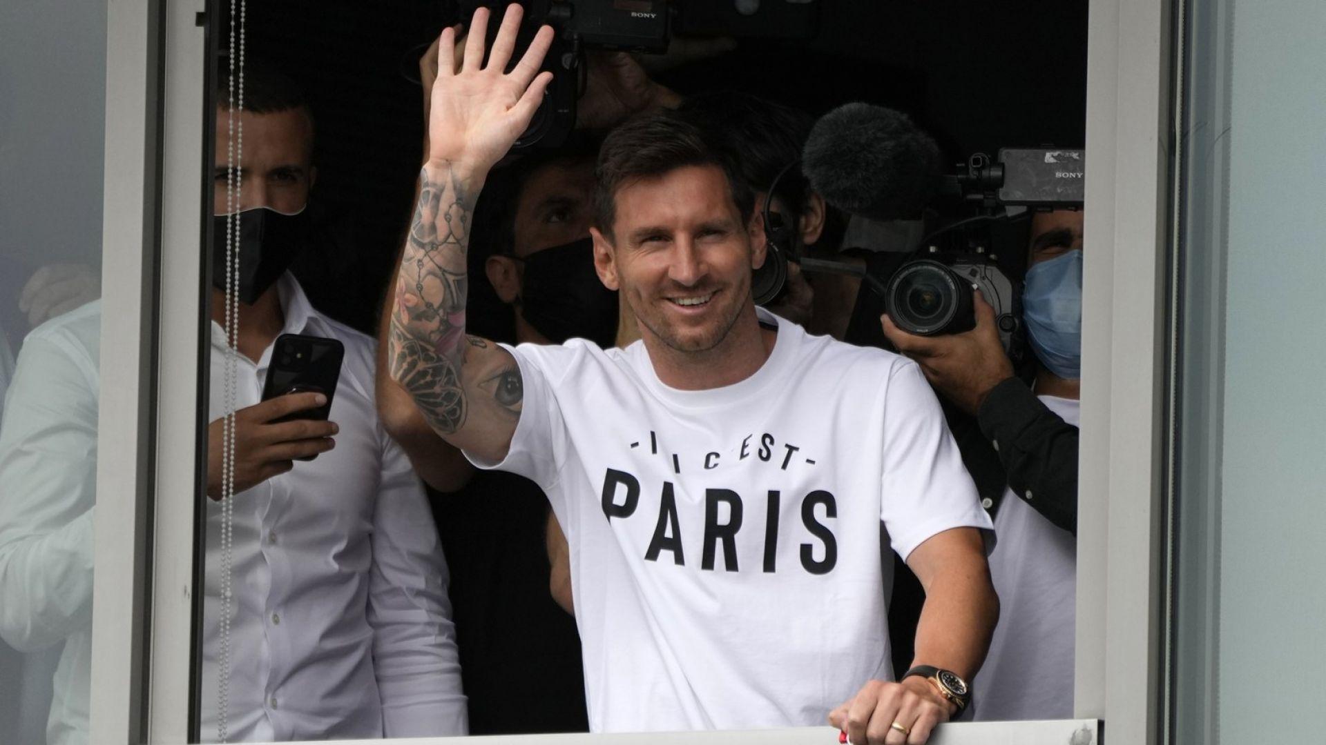 Трансферът е факт: Меси е в Париж и помаха на чакащите го фенове