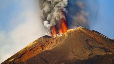 След 6 месеца изригвания вулканът Етна вече е по-висок и има нов връх