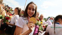 Грандиозно посрещане на златния български ансамбъл (снимки)