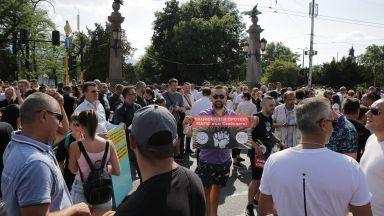 Бизнесът отвръща на удара: започнаха пътни блокади и искат нов здравен план
