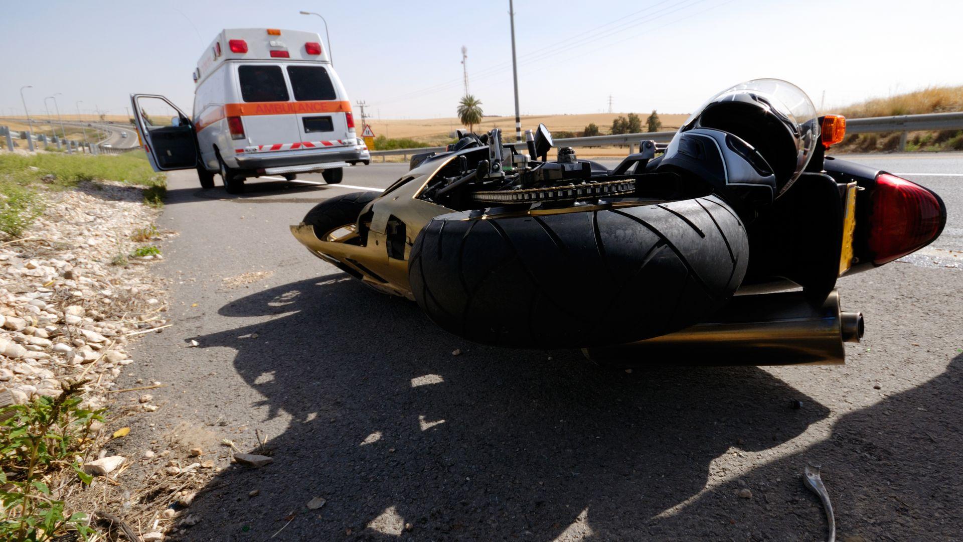 23-годишен моторист се удари челно в кола на пътя Пловдив-Хасково