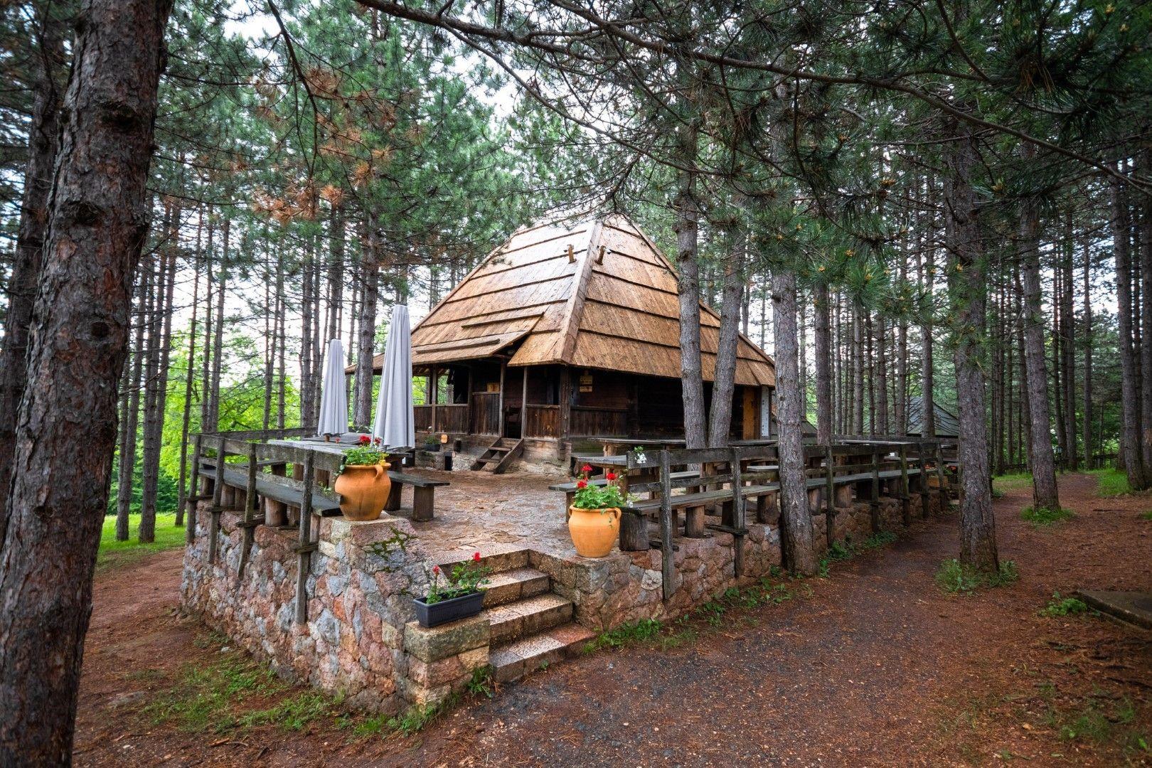Етно село Сирогойно в Сърбия