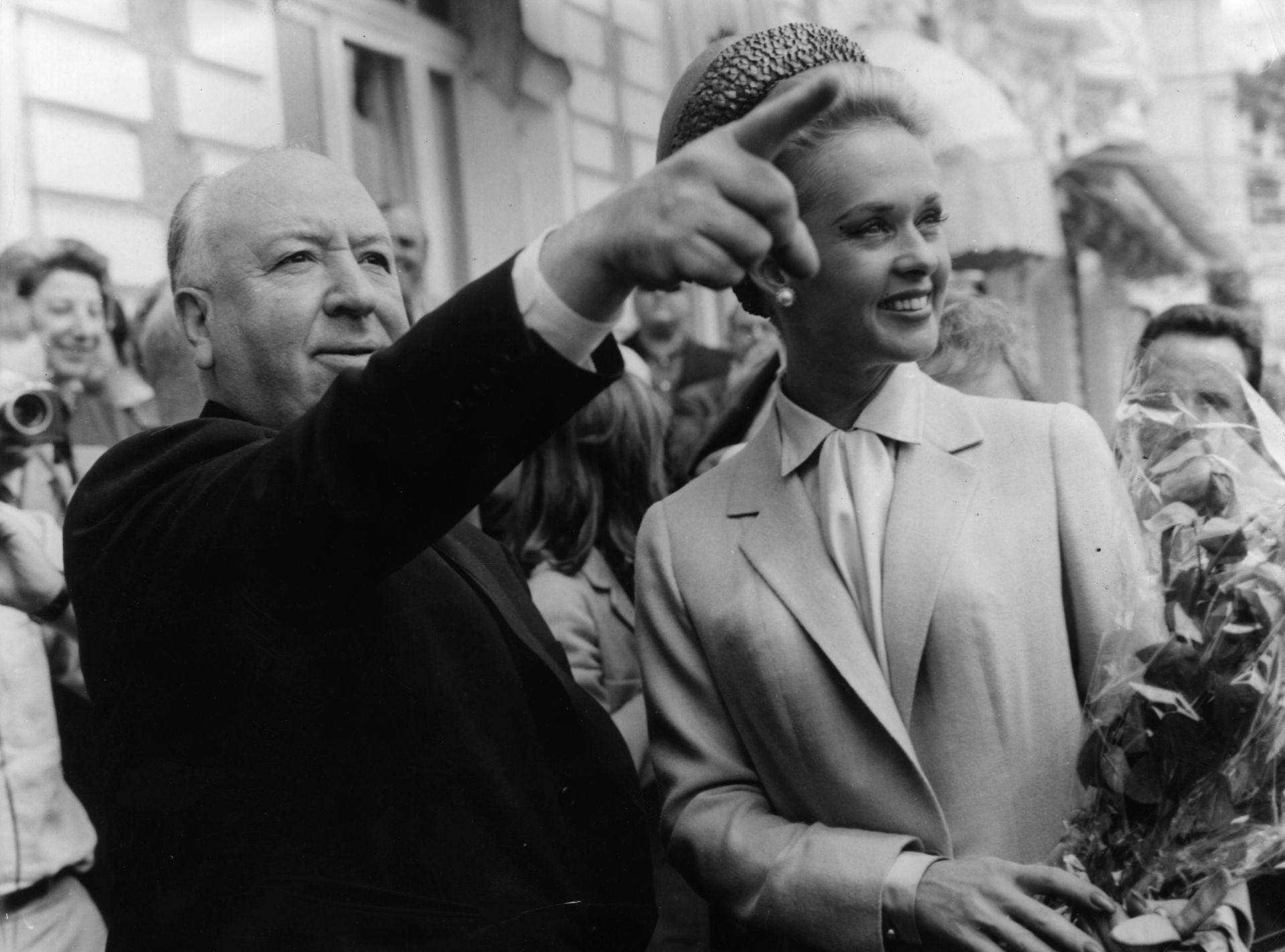 """Алфред Хичкок с Типи Хедрен в Кан, след премиерата на """"Птиците"""""""